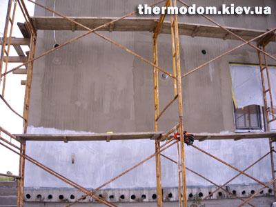 Грунтовка стен дома