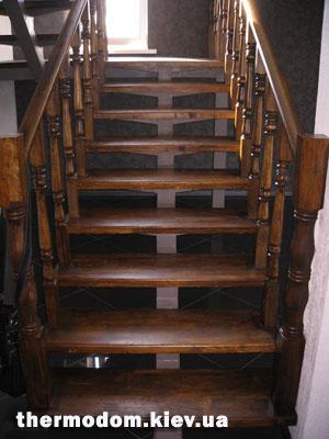 вскрытие лаком лестницы